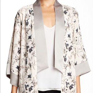 Asymmetrical kimono floral print